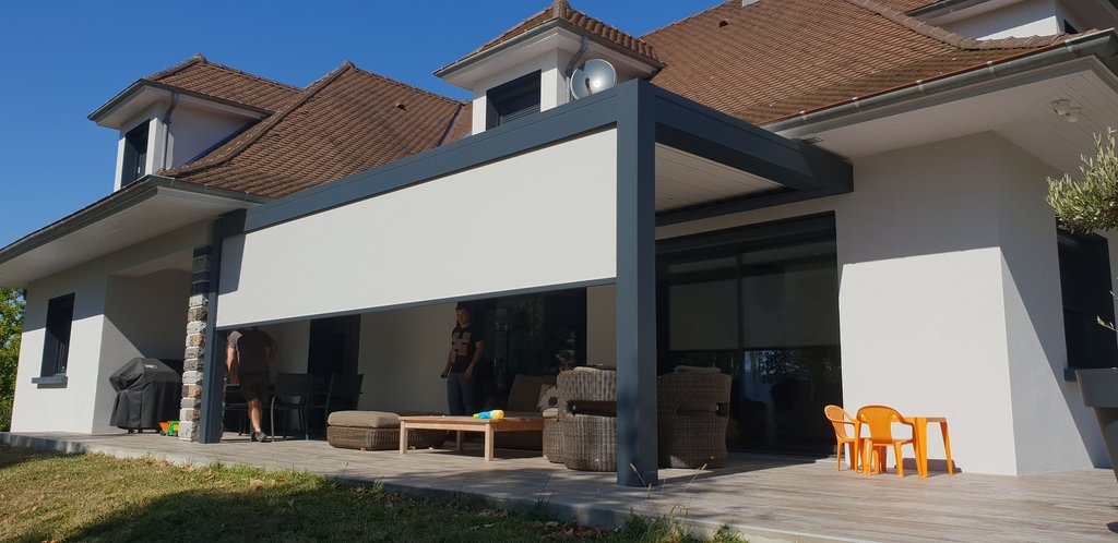 Pergola bioclimatique aluminium en Haute-Savoie